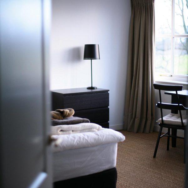 yogabee_retreat_kamers-doorkijk